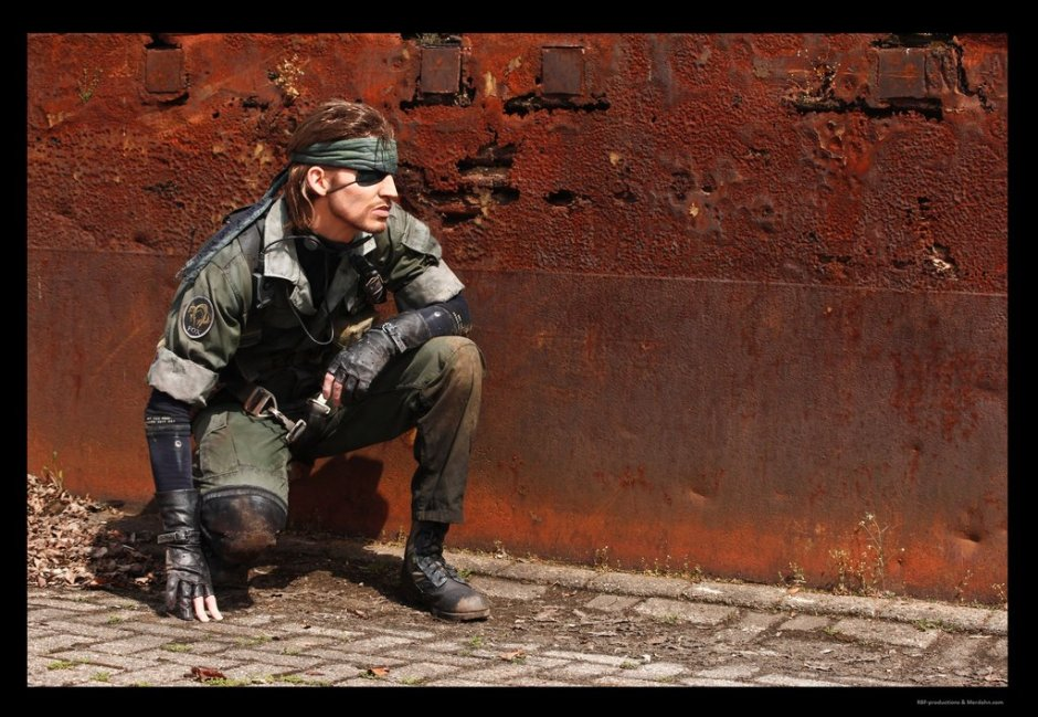 metal_gear___naked_snake_sneaking_by_rbf_productions-d637fey