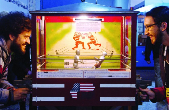 VIDEOGAMO Playing Knock Out Fighters 1928